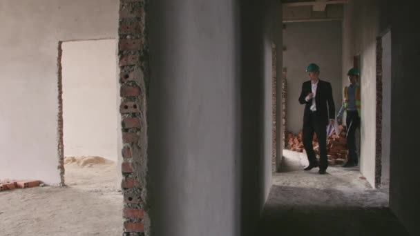 lidé pracující ve staveniště