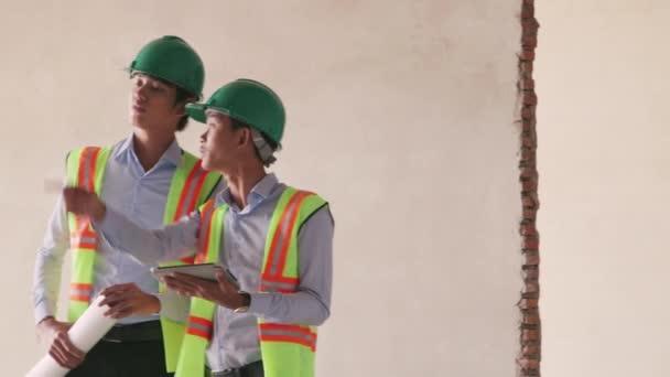 asijské dělník ve staveniště