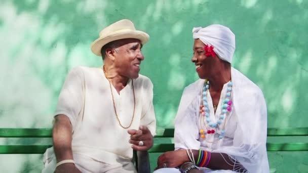 šťastný důchodci pár