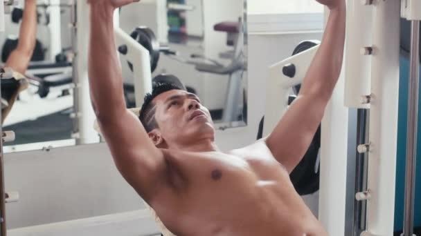 Athlete practicing as bodybuilder