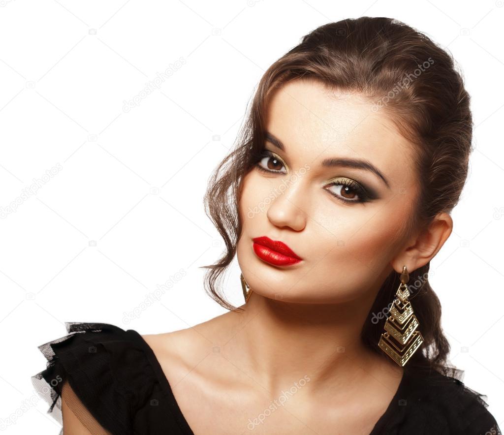 Maquillaje para vestido negro con labios rojos
