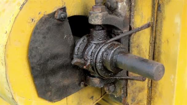 kovové části stroje