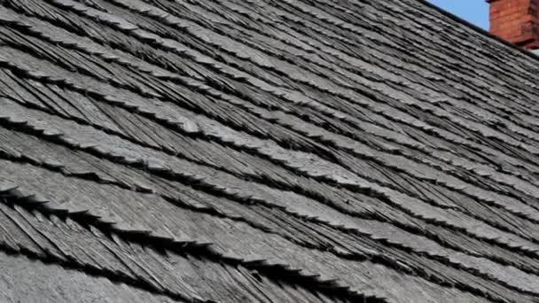 střecha s komínem