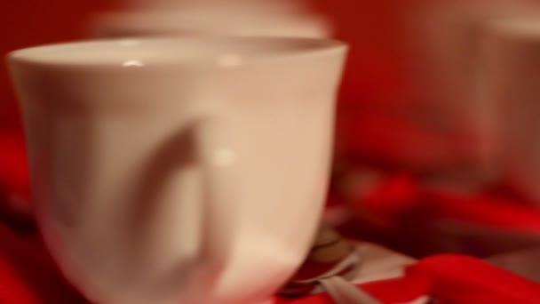 sada šálků čaje na stole