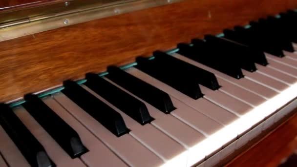 set di tasti bianchi e neri del pianoforte