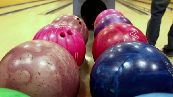 mnohobarevná bowlingové koule