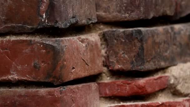 staré cihlové zdi