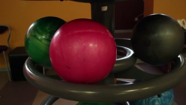 Černá bowling míč