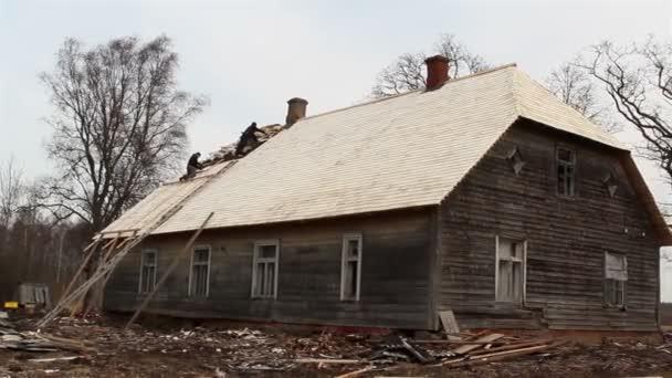 dva roofmen jsou oprava střechy domů
