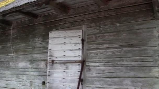 staré dřevěné šindele starého domu
