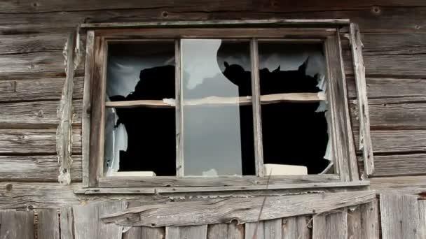 skleněná okna je přerušeno