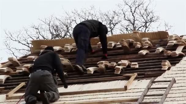 dvě stavební uspořádání dřevěné šindele