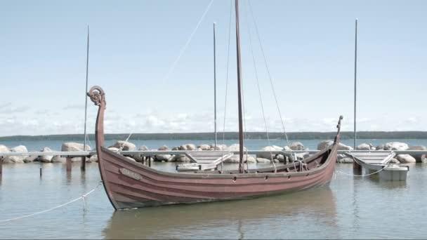 viking lodi plovoucí na moři fs700 odyssey 7q