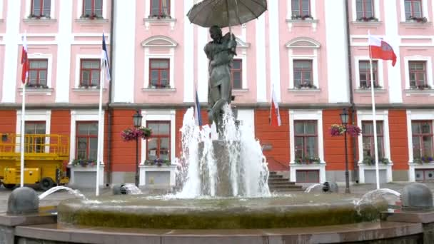 The kissing statue with water fountain  GH4