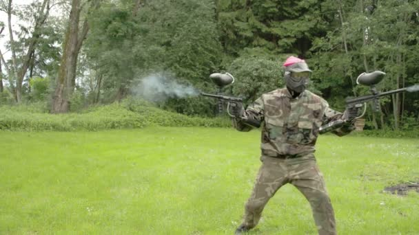 A man in pink team holding two paintball guns  FS700 Odyssey 7Q
