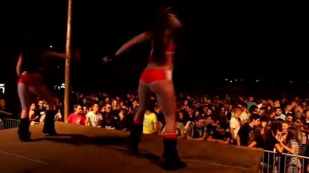 hot sexy Tänzerin Mädchen im Club Clubbing