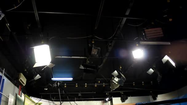 televíziós stúdió reflektorok