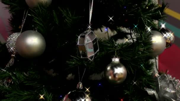 dekorace na vánočním stromečku