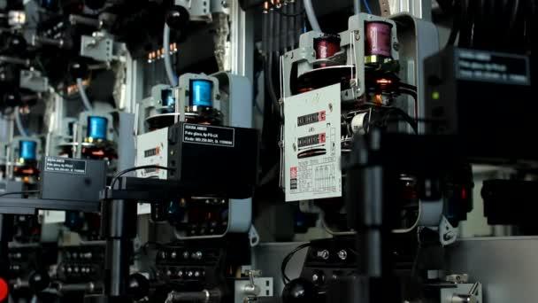 elektroměr s měřítku a rotující kotouč