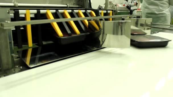 syrové maso v stroj pro balení
