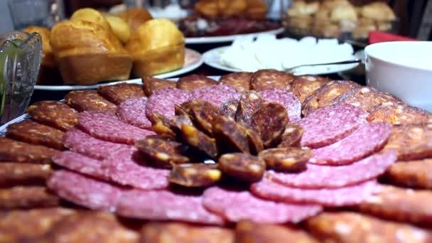 1844-1867nakrájenou slaninu a párky