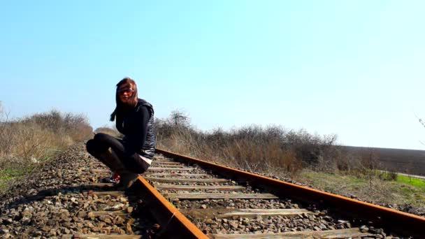 dívka na železnici