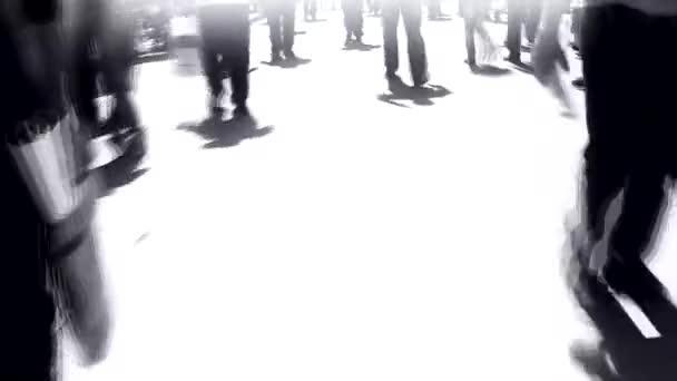 Menschen, die in der Stadt gehen, die Schatten der Menschen auf der Straße Stadtleben