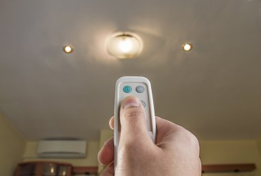 remote control controlling an light