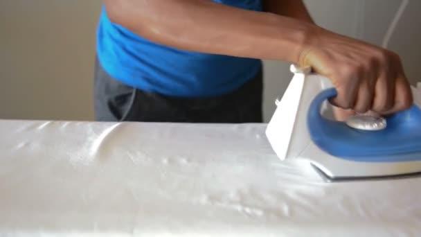 služebná, čištění oken