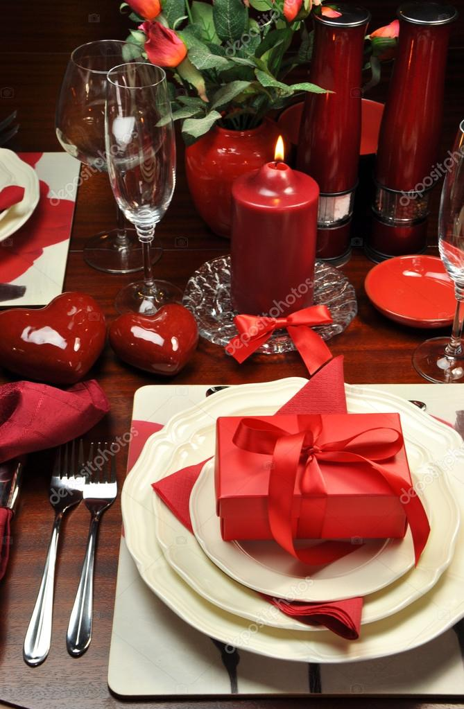 Romantic Valentine Dinner Table Setting (vertical) u2014 Stock Photo & Romantic Valentine Dinner Table Setting (vertical) u2014 Stock Photo ...