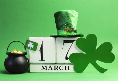 St Patrick's Day calendar date, March 17, with Leprechaun hat, shamrock and pot of gold.