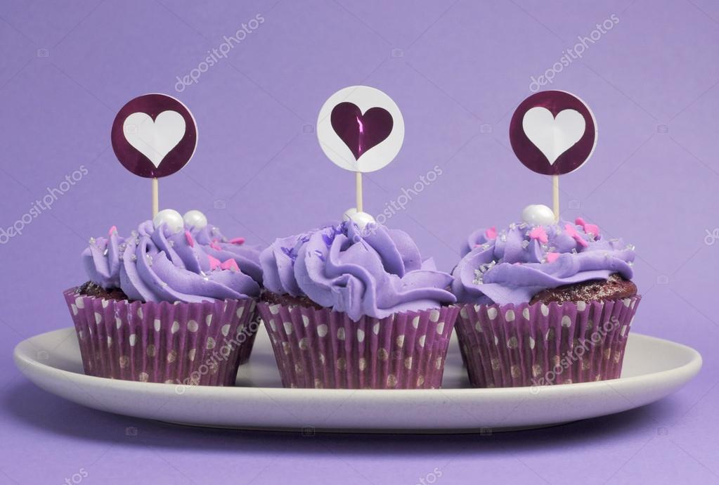 Malva púrpuras cupcakes decorados para cumpleaños de niños o ...