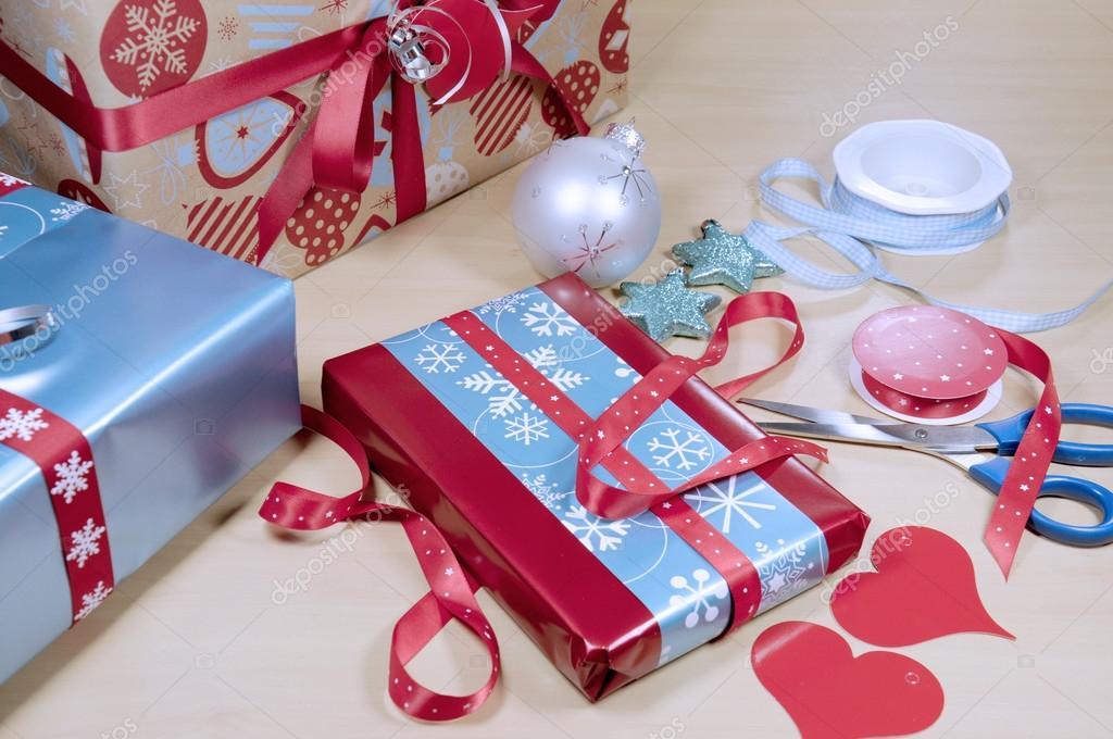 Bleu blanc et rouge cadeaux présents de noël à emballer les
