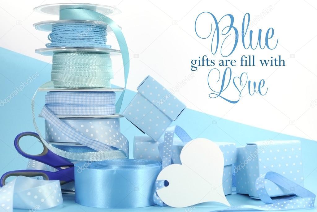 Schöne Baby Blau Geschenk Und Verpackung Stockfoto