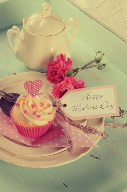 Retro vintage Happy Mothers Day cupcakes
