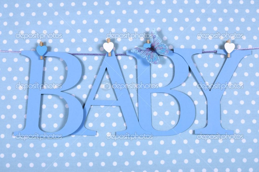 Baby Junge Kindergarten Blue Buchstaben Bunting Hangen Von Zapfen Auf Einer Linie Vor Dem Hintergrund Blau Polka Dot Fur Dusche Oder Neugeborenen