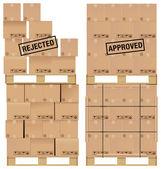 karton dobozok fából készült palettán