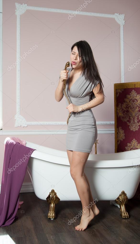 Femme chante sous la douche photographie raduga21 - Photo femme sous la douche ...