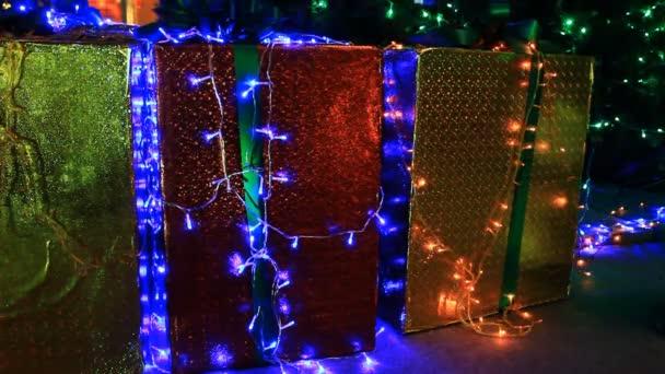 Vánoční ozdoby s dárkový box