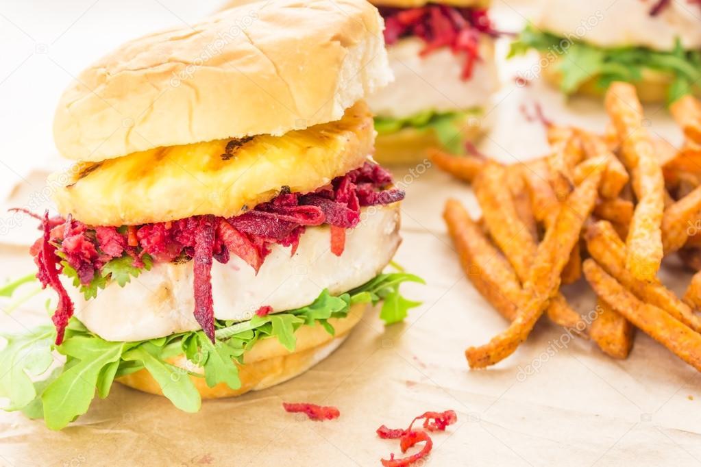 Hamburger di tonno hawaiano foto stock lameeks 23591579 for Piani di piantagione hawaiana