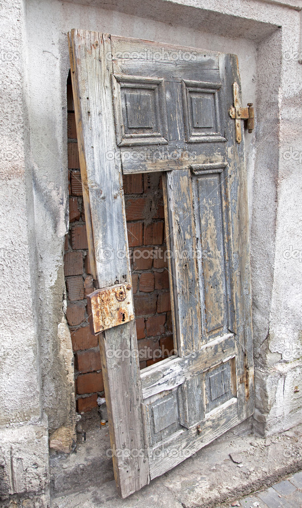 Old doors on Jewish Synagogue in city Ruzomberok Slovakia u2014 Stock Photo & Old doors on Jewish Synagogue in city Ruzomberok Slovakia u2014 Stock ...