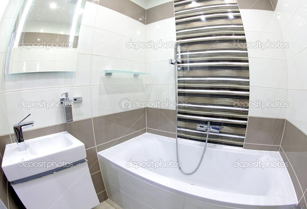 moderne kleine badkamer — Stockfoto © jarino #37912031