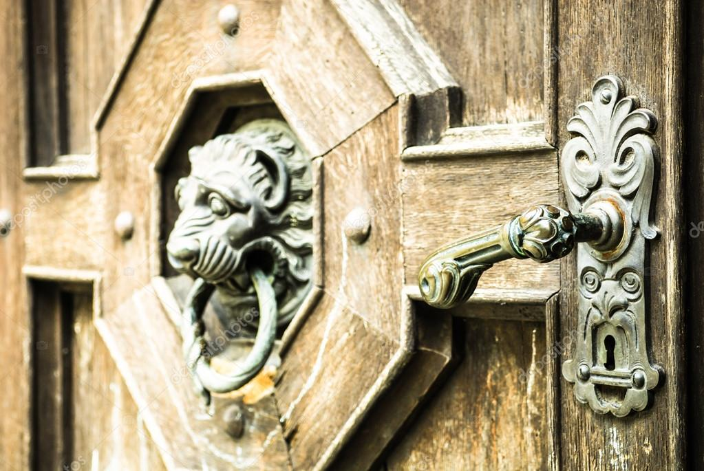 Poignée De Porte Ancienne — Photographie Foottoo © #21029141