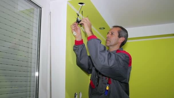 elektrikář v novém bytě