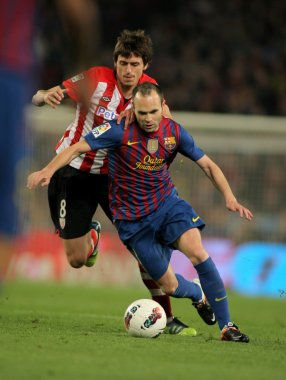 Andres Iniesta(R) Barcelona ile ander Iturraspe(L) Athletic Bilbao VIES