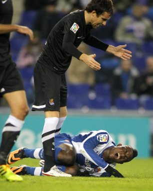 Mikel Gozalez of Real Sociedad discuss with Jhon Cordoba