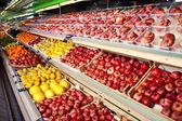 Gyümölcsök szupermarketben