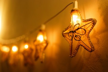 Warm star-shaped Christmas lights
