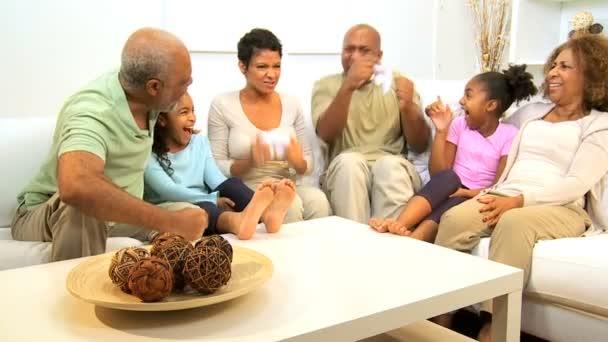africké americké rodinné hraní hry konzole