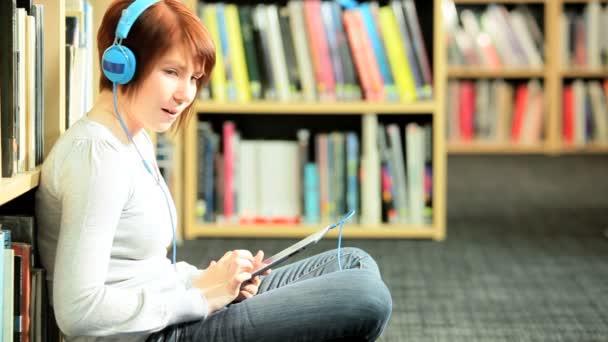 portrét spolužáka pomocí on-line technologie v knihovně